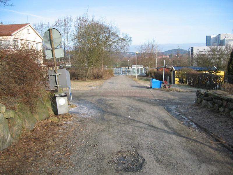 Torpet Emaus låg till vänster där vägen tar slut. Foto: Per Hallén 2004
