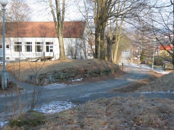 Från och med 1813 låg Fräntorps huvudbyggnad och ekonomibyggnader i detta område där trädgårdsmästaren tidigare hade haft sin stuga. Foto: Per Hallén 2004