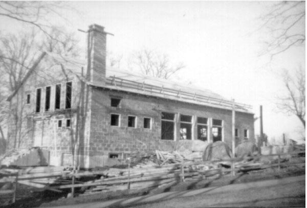 Fräntorps folkets hus under uppbyggnad.