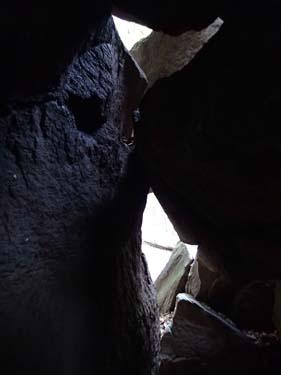 Vy inifrån grottan.