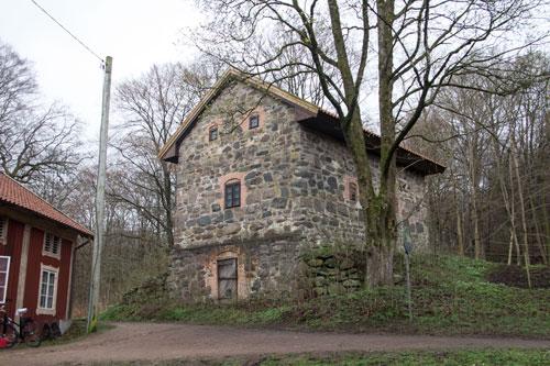 Kanske såg Kärralunds stenmagasin ut som det vid Stora Torp, men större. Foto: Per Hallén 2014.