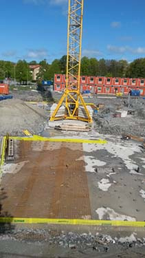 Bottenplattan till de nya husen närmast Delsjövägen är nu på plats. Foto: Per Hallén 2015