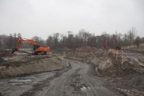 Området där den andra av HSB:s föreningar skall byggas håller på att omvandlas av grävskoporna. Foto: Per Hallén 2015.