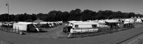 Kärralund 2014, husvagnar, bilar och husbilar. Cyklar och tält syns inte till längre. Foto: Per Hallén 2014.
