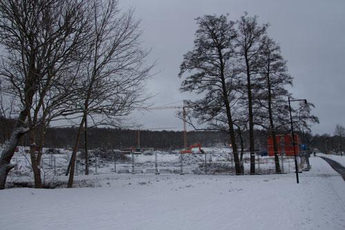 Området nära Storatorpsvägen och Lilla Torps allé har hägnats in och börjat att röjas av snabbare än väntat. Foto: Per Hallén 2015.