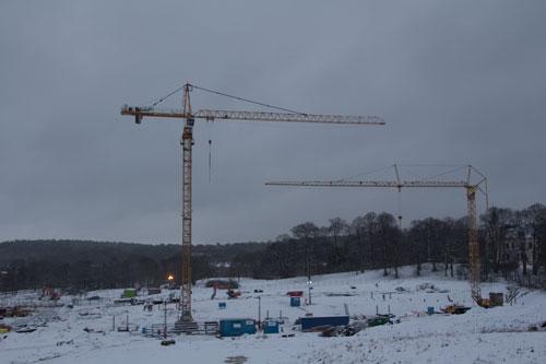NCC:s kran reser sig högt över området. Foto: Per Hallén 2015.