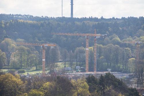Snart ser man inte längre Stora Torps huvudbyggnad från Överåsen, och då inte enbart på grund av träden. Foto: Per Hallén 2015