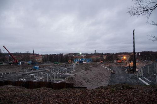 NCC:s hus till vänster och HSB:s till höger. Foto: Per Hallén 2014