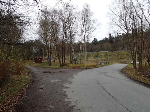 Där den gamla Boråsvägen mynnar i den nya parallellvägen till motorvägen låg avrättningsplatsen. Foto: Per Hallén 2014