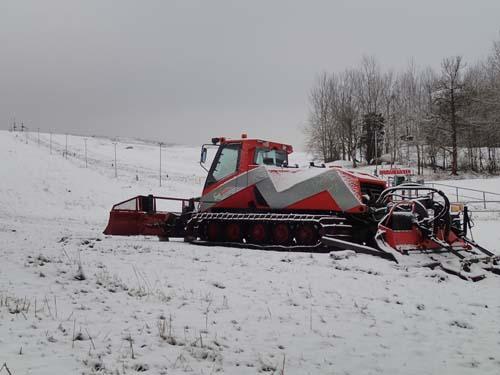 Pistmaskinen står redo vid Brudarebacken! Foto: Per Hallén 2014