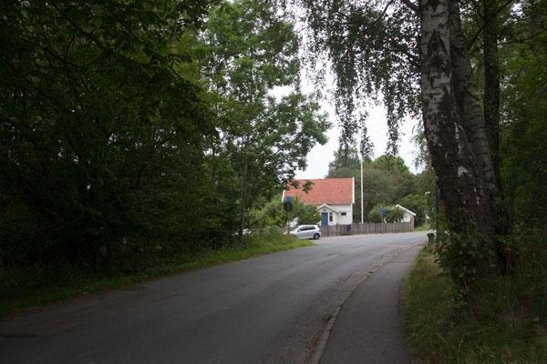 """Till vänster bland träden låg """"Tuppa Lenas"""" torp och lite längre fram Jonstorpet. Foto: Per Hallén 2015"""