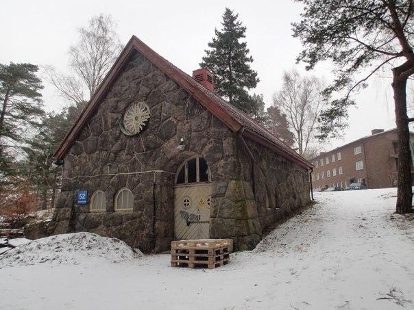 Obduktionsbyggnad och likbod. Foto: Per Hallén 2016.
