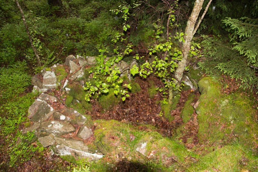 """""""Husgrunden"""" sedd från det lilla berget. Foto: Per Hallén 2016"""