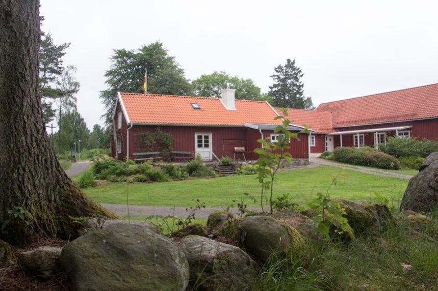 En äldre gårdsbyggnad. Foto: Per Hallén 2016.