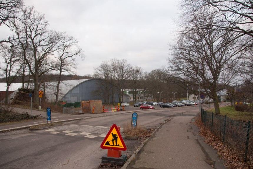 Även parkeringsplatsen kommer att byggas om, men där har arbetet ännu inte inletts. Foto: Per Hallén 2016