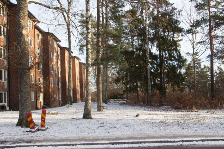 Parallellt med den befintliga bebyggelsen planeras ytterligare ett hus på fem våningar som är tänkt att sträcka sig i riktning mot Robertshöjdsgatan. Foto: Per Hallén 2017.