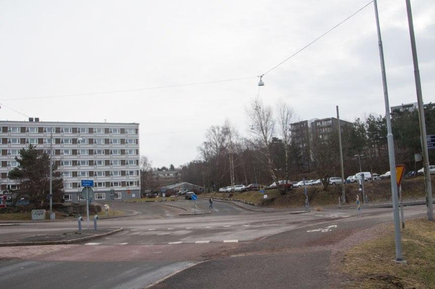 Remissvägens utfart vid Smörslottsgatan, jämför med bilden i sidhuvudet, där den tänka bebyggelsen på samma plats visas.